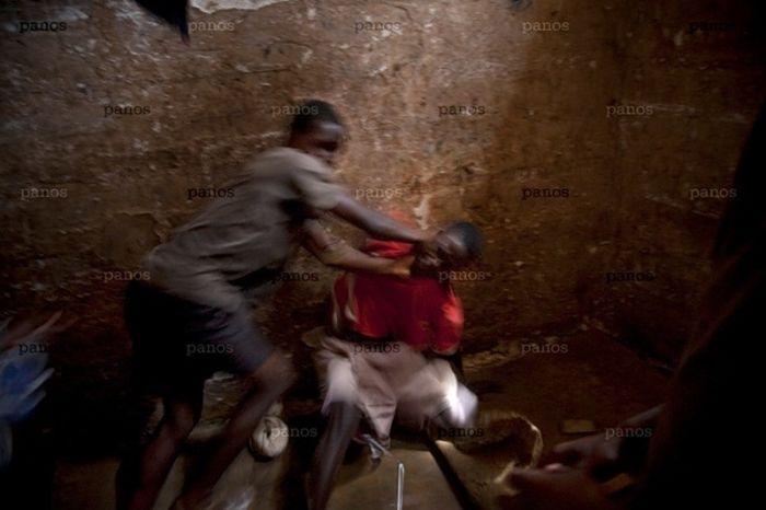 Тюрьма в Сьерра-Леоне (26 фото)