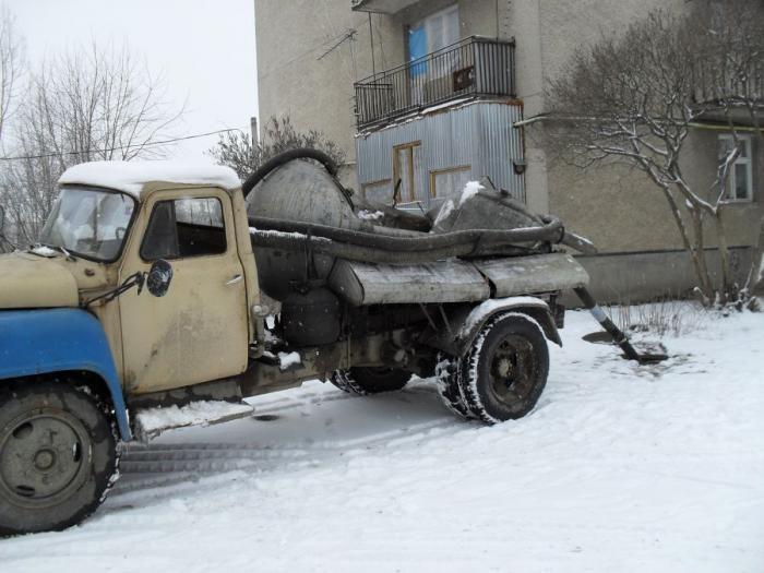 Автоцистерна сложилась пополам (5 фото)
