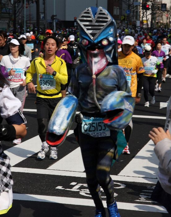 Лучшие костюмы с марафона в Токио 2011 (30 фото)