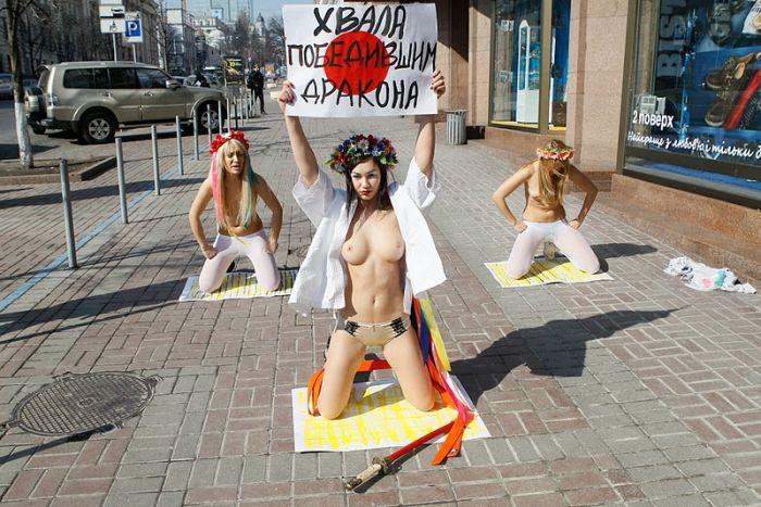 Femen поддержали японцев (17 фото) НЮ