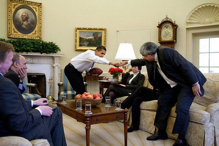 Как здоровается Обама (10 фото)