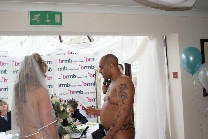 Голая свадьба (6 фото)