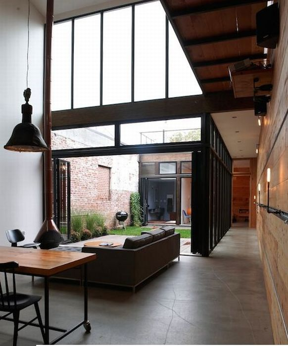 Интересный дом (12 фото)