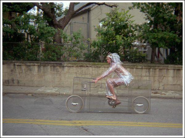 Невидимый велосипед (11 фото)