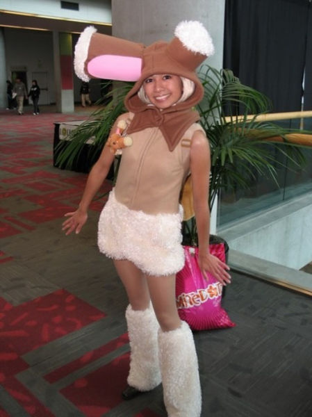 Девушки в костюмах покемонов (43 фото)