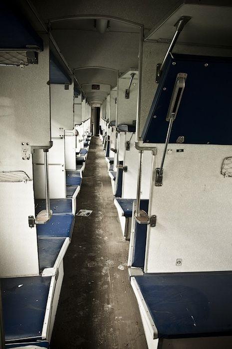 Брошенные поезда (34 фото)
