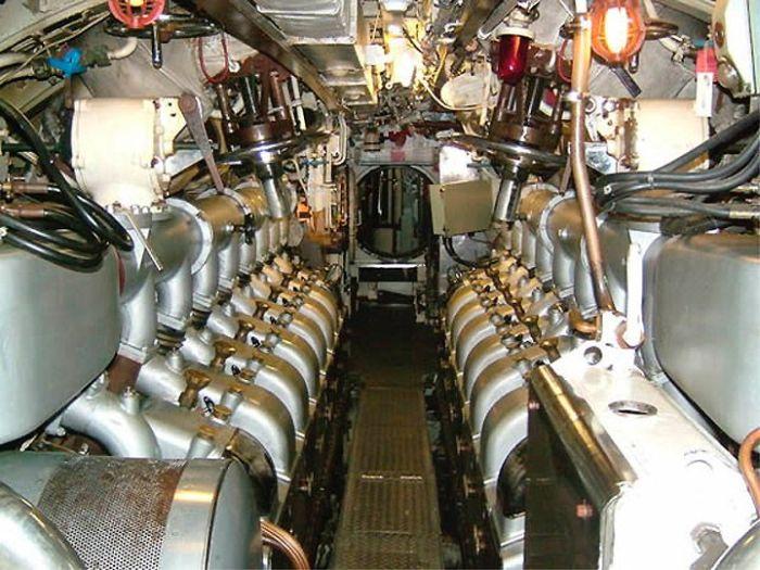 На подводной лодке (50 фото)
