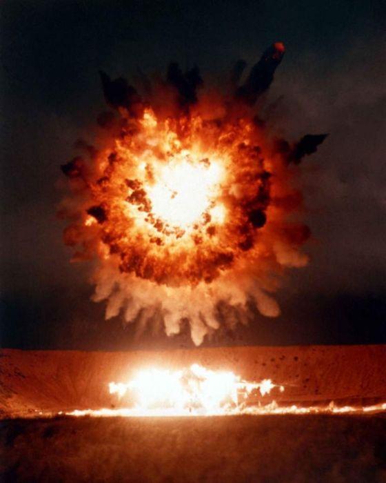 Взрывы ракет (24 фото)