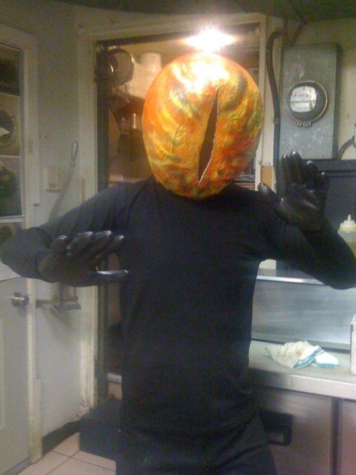 Как сделать костюм Саурона своими руками (5 фото)
