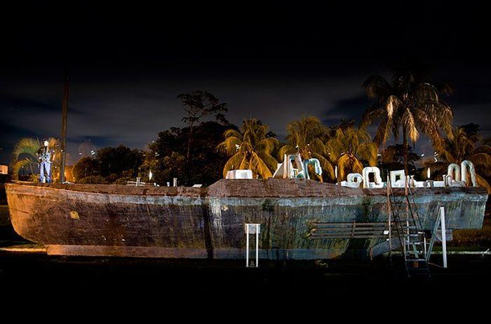 Внутри подводной лодки для перевозки кокаина (11 фото)