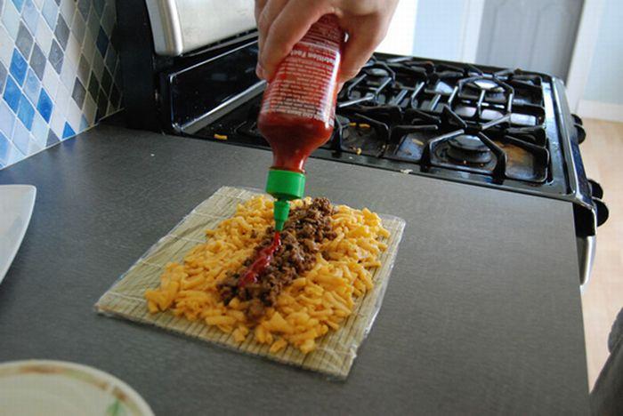 Приготовление суши роллов из макарон и сыра (15 фото)