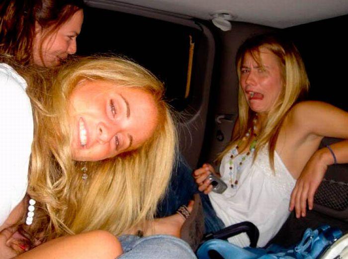 Девушки кривляются (64 фото)