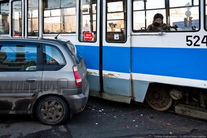 Экспериментальный мини-трамвай запущен в Москве (9 фото)
