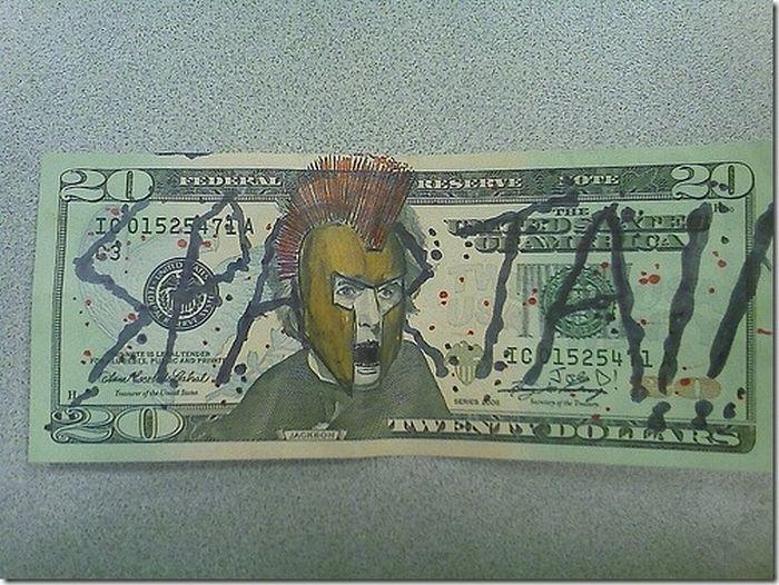 Классные рисунки на деньгах (30 фото)