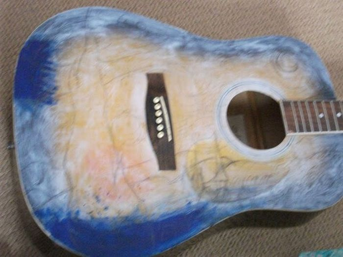 Старая гитара (6 фото)