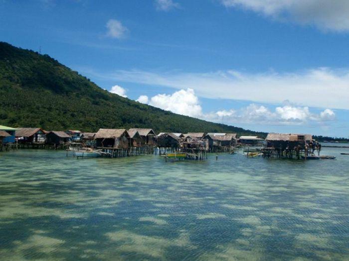 Деревня в океане (7 фото)