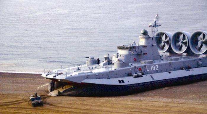 Корабль на воздушной подушке (26 фото)