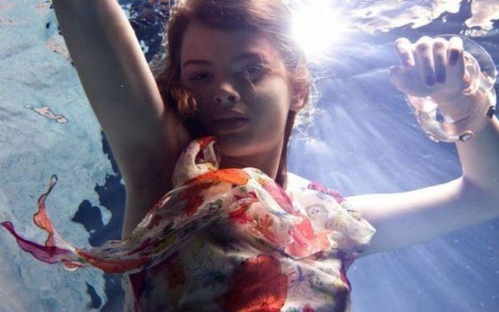 foto-devushki-pod-vodoy