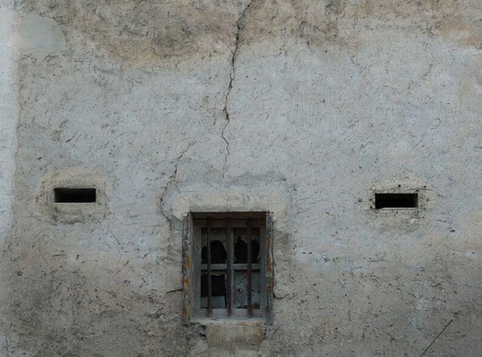 Дома, похожие на лица людей (100 фото)