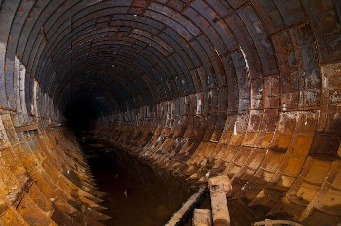 Заброшенный тоннель (17 фото)