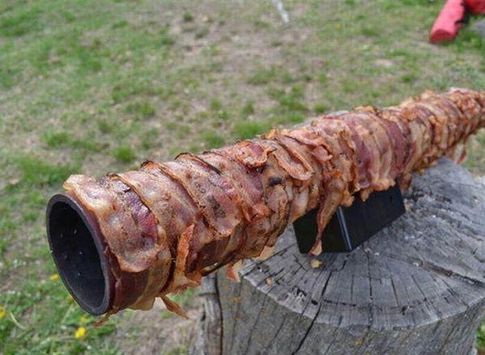 Базука из бекона и колбасы (9 фото)