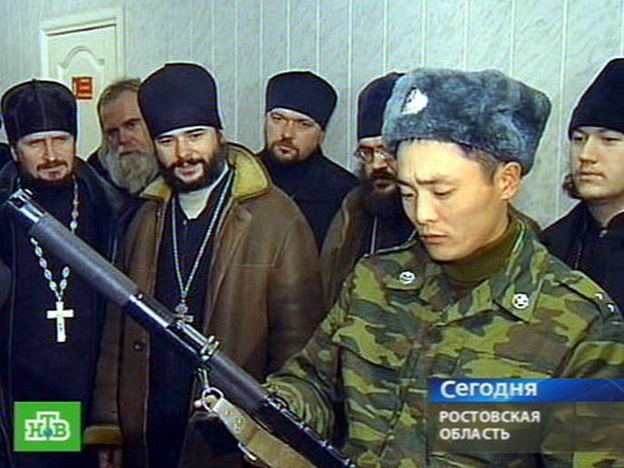 Священники в армии (13 фото)