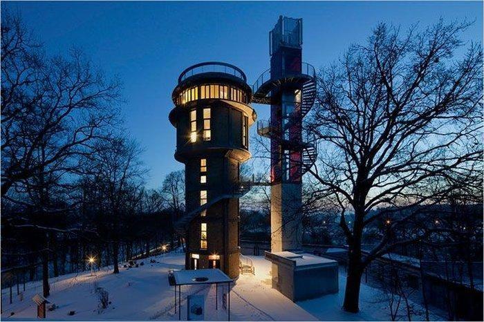 Дом из старой водонапорной башни (8 фото)