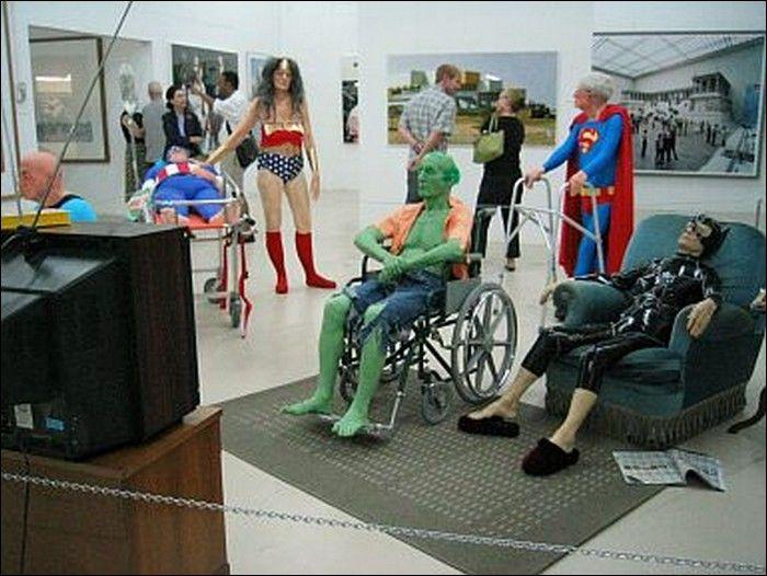 Супер-герои в доме престарелых (17 фото)