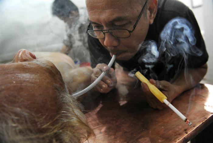 Лечения рака табачным дымом (4 фото)