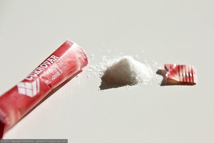 Как вы открываете пакетик с сахаром? (4 фото)