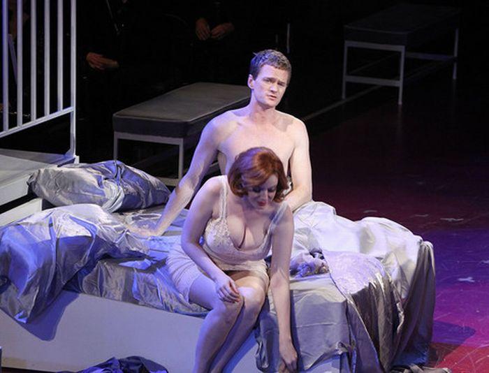 golaya-aktrisa-teatr