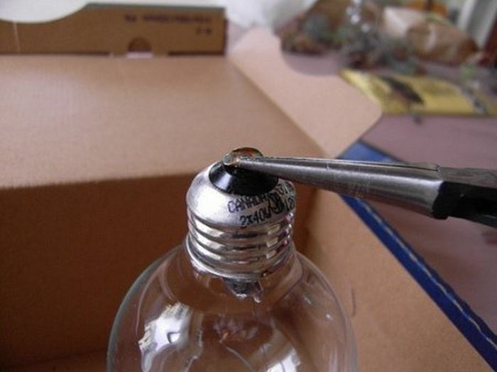 Креатив из обычных лампочек (17 фото)