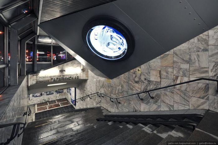 Космическая станция метро в Новосибирске (19 фото)