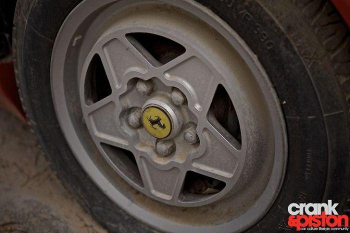 Брошенный Ferrari Mondial (12 фото)