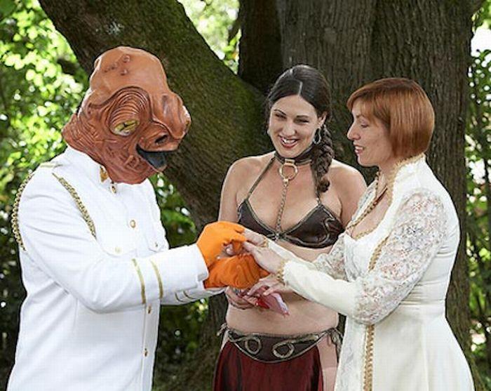 Самые странные свадьбы (30 фото)