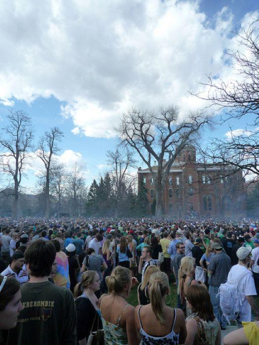 20 апреля в университете Колорадо (24 фото)
