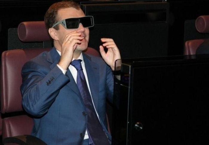 Довольный Дмитрий Медведев (37 фото)