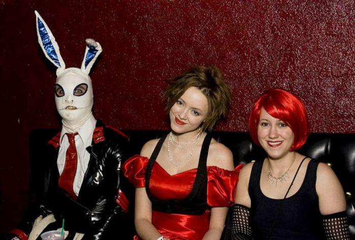 В костюме кролика (34 фото)