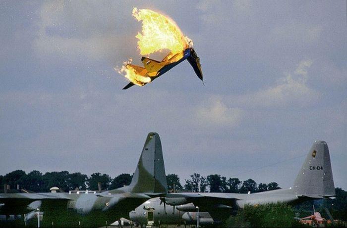 Пилоты, которым удалось спастись (29 фото)