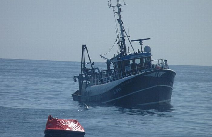 http://cdn.trinixy.ru/pics4/20110427/boat_01.jpg