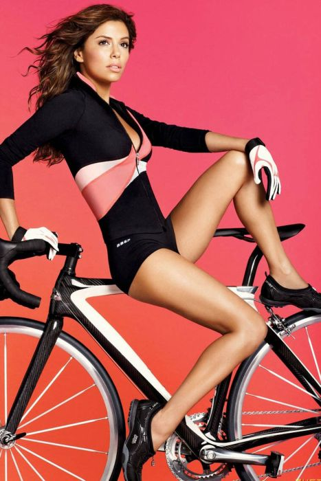 http://de.trinixy.ru/pics4/20110504/babes_on_bikes_61.jpg