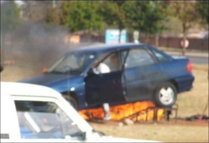 Ремонт автомобиля (4 фото)