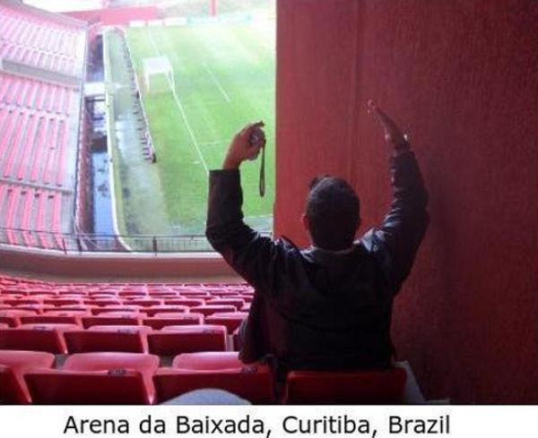 Худшие места на стадионе (16 фото)