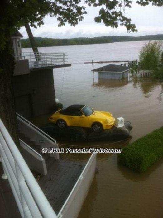 Как спасти дорогой автомобиль от наводнения (9 фото)