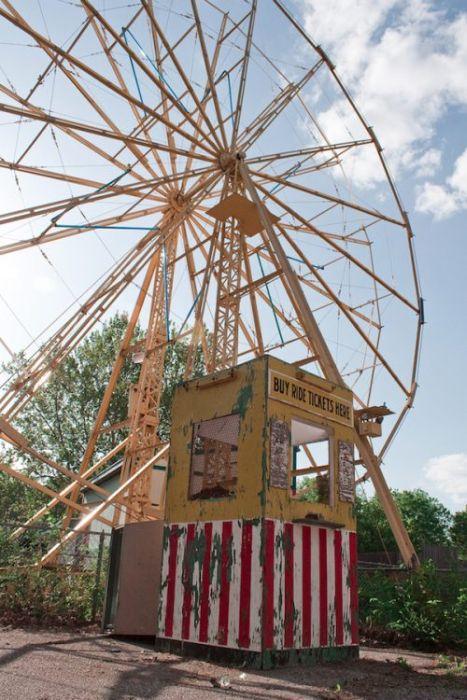 Заброшенный парк развлечений (34 фото)