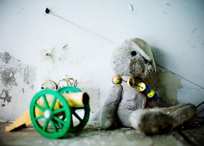 Детские игрушки мертвого города (17 фото)