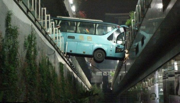 Странные аварии (34 фото)