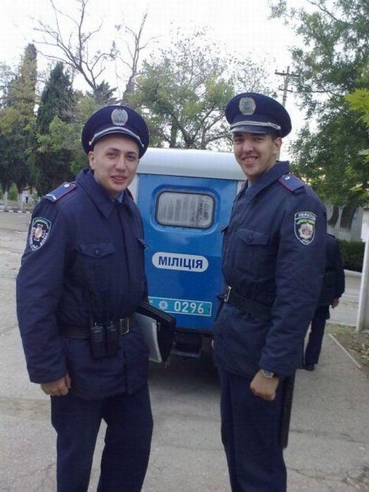 Девушки служат в украинской милиции фото