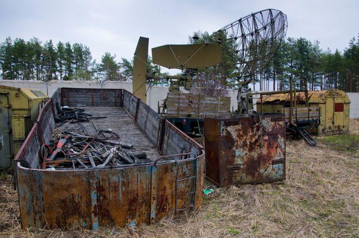 Заброшенная база снаряжения (25 фото)