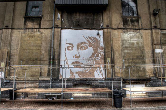 Портреты на старых стенах (17 фото)